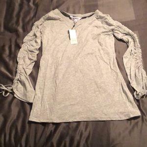 NWT BB DAkota gathered sleeve shirt